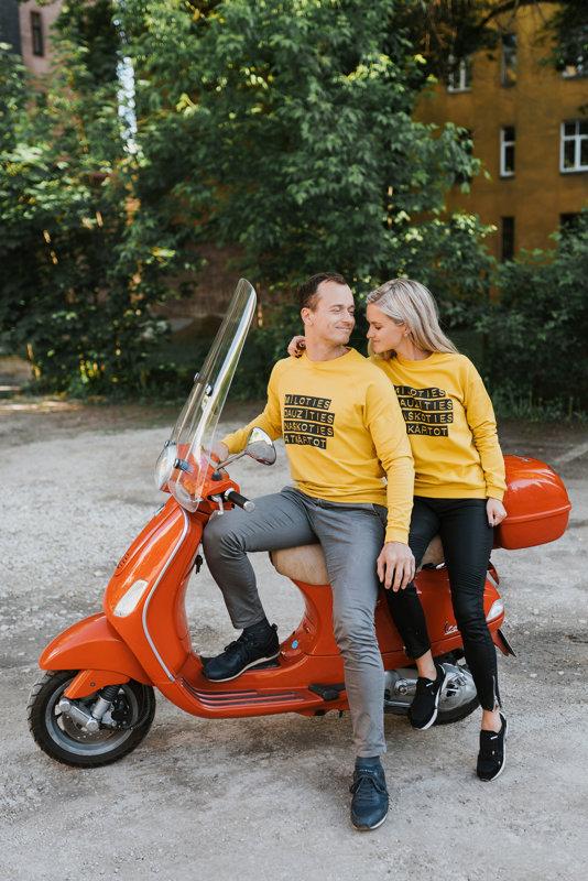 MĪĻOTIES DAUZĪTIES NAŠĶOTIES ATKĀRTOT sievietēm dzeltenā krāsā