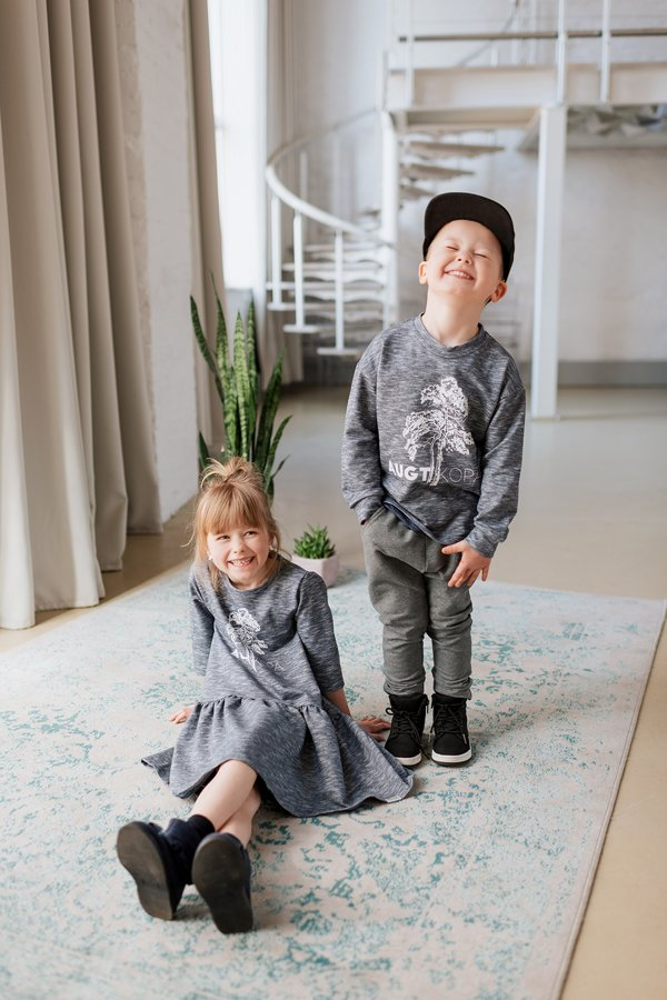 AUGT KOPĀ, ZILAS krāsas džemperis bērniem