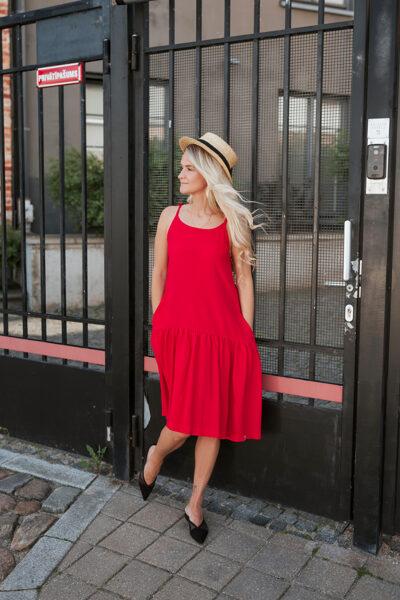 Sieviešu kleita uz lencītēm, sarkana