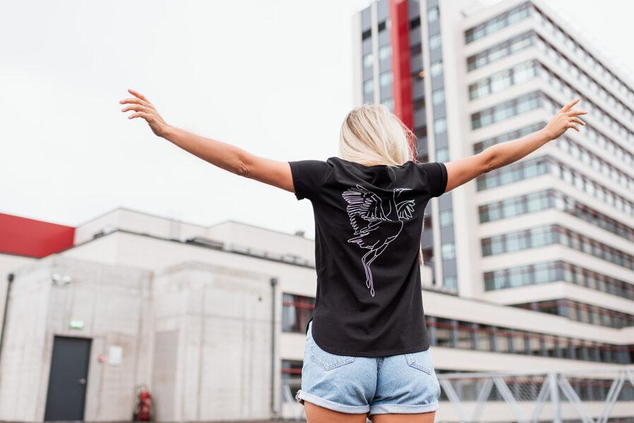 T-krekls sievietēm DZĒRVE, melns