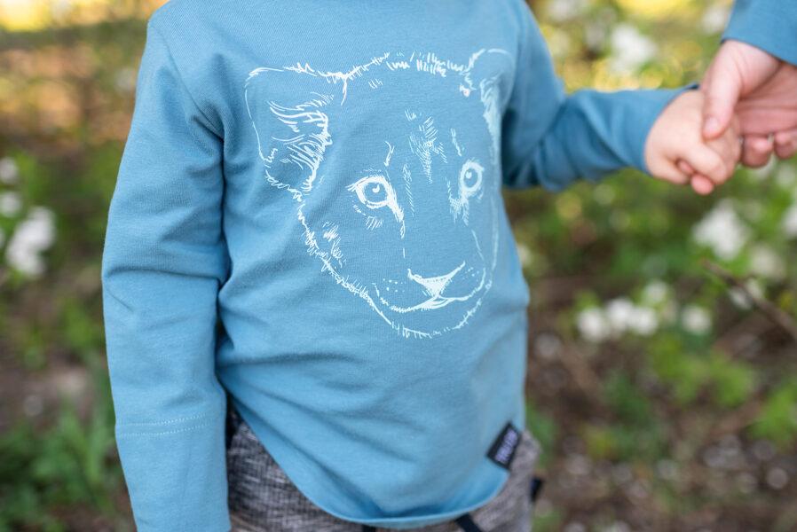 Bērnu krekls ar garām piedurknēm un lauvēna apdruku, zils
