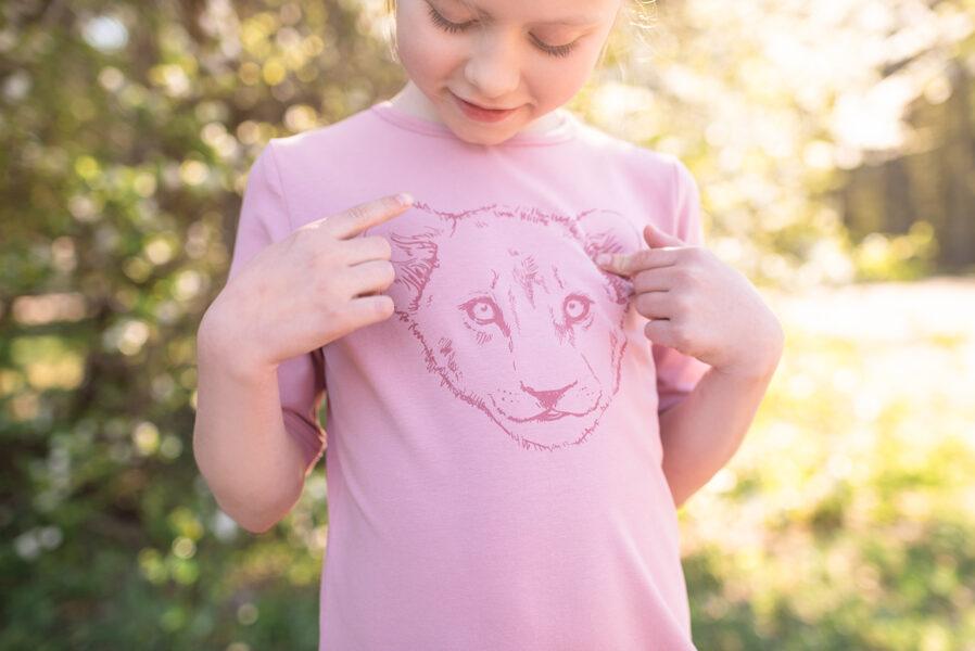 Bērnu kleitiņa ar lauvēna apdruku, vecrozā