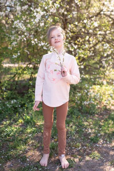 Bērnu krekls ar garām piedurknēm un lauvēna apdruku, maigā persiku tonī