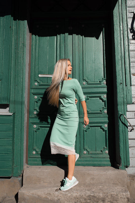 Midi kleita ar mežģini dūmakainā mint krāsā