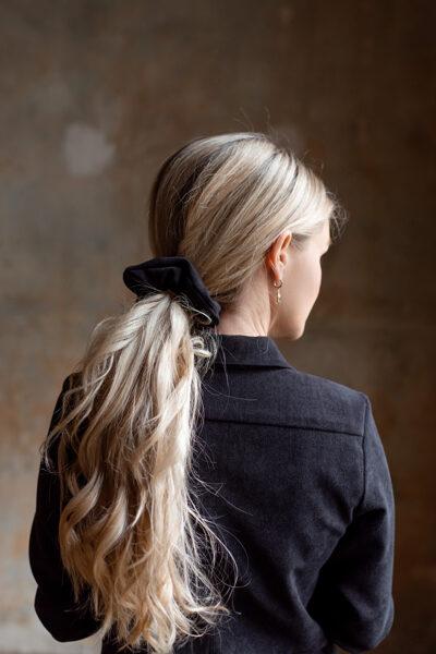 Pieskaņota matu gumija - melns velvets