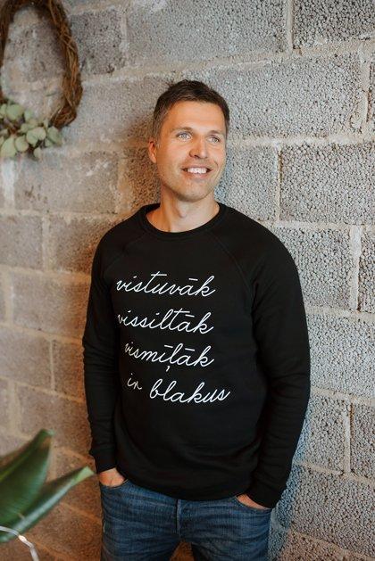 Vīriešu džemperis VISTUVĀK VISSILTĀK VISMĪĻĀK IR BLAKUS