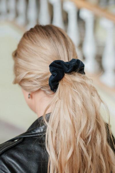 Pieskaņota matu gumija  - tumši zils velvets