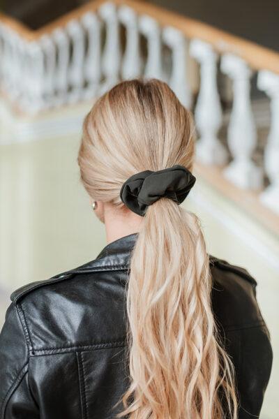 Pieskaņota matu gumija - haki viskoze