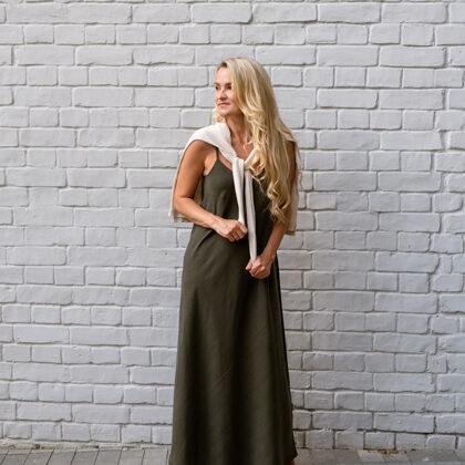 Universālā SLIP kleita